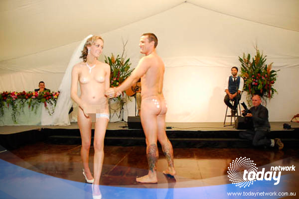 naked matue couples dancing